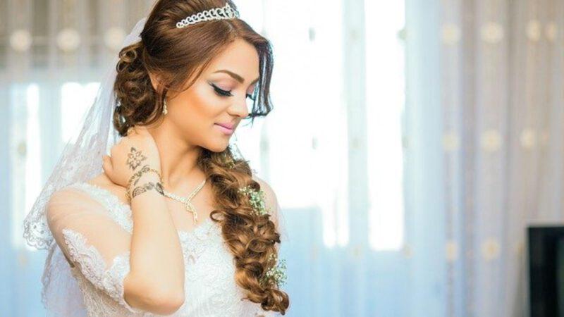 Ślubne ozdoby do włosów – różne rodzaje
