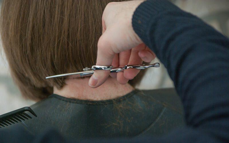 Jak obciąć krótkie włosy?