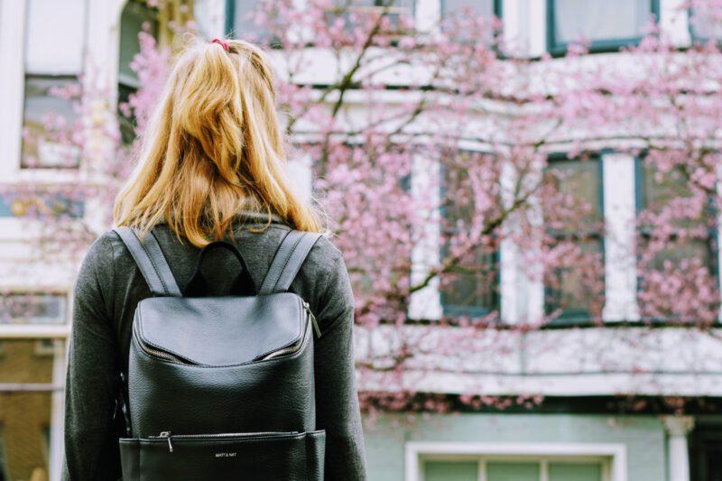 Co wybrać do szkoły  – plecak czy torebka?